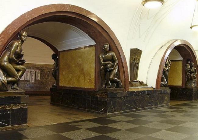 площадь революции фото метро